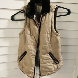 Copper Key winter vest juniors tan. Fur trim.